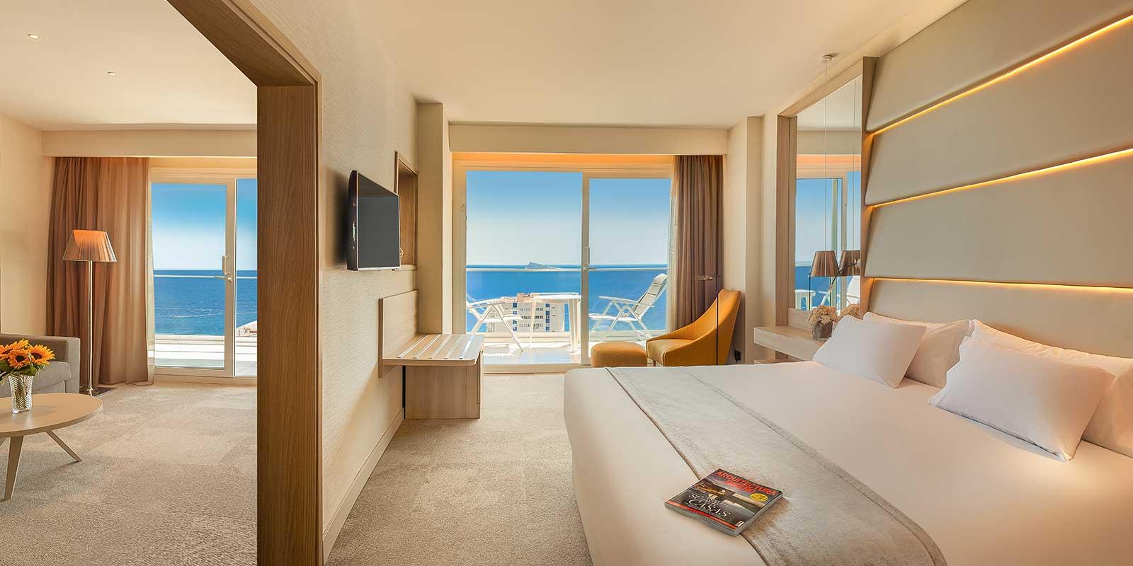 Habitación amplia y con vistas al mar de la Suite del Hotel Don Pancho