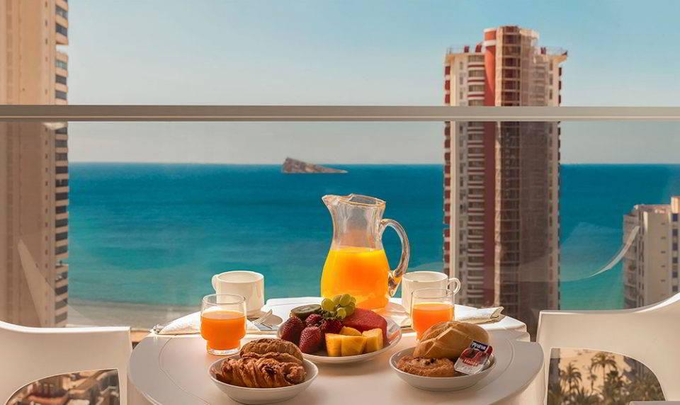 Desayuno con vistas al Mar en la Habitación Superior del Hotel Don Pancho