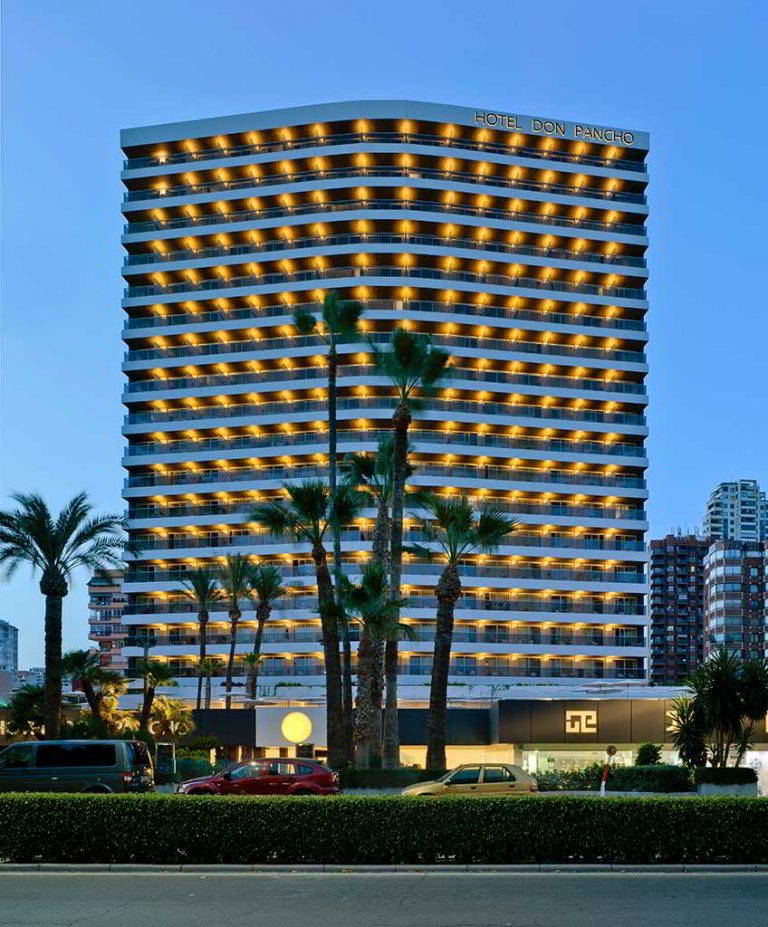Facha del hotel don Pancho en Benidorm