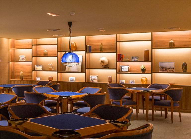 Espacio con fotos de los primeros recuerdos del Hotel Don Pancho en el salón de juegos.