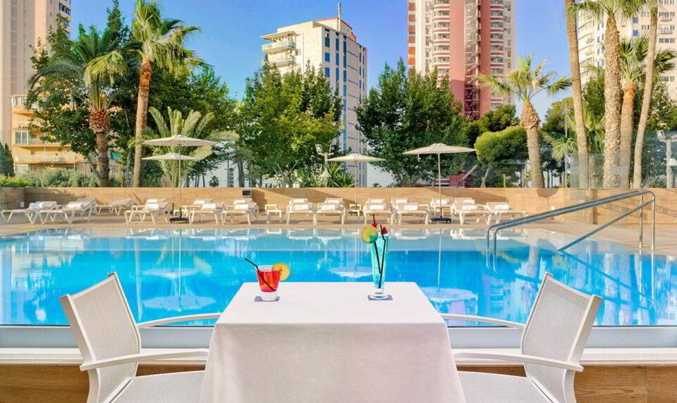 Pool Bar junto a la piscina del Hotel Don Pancho