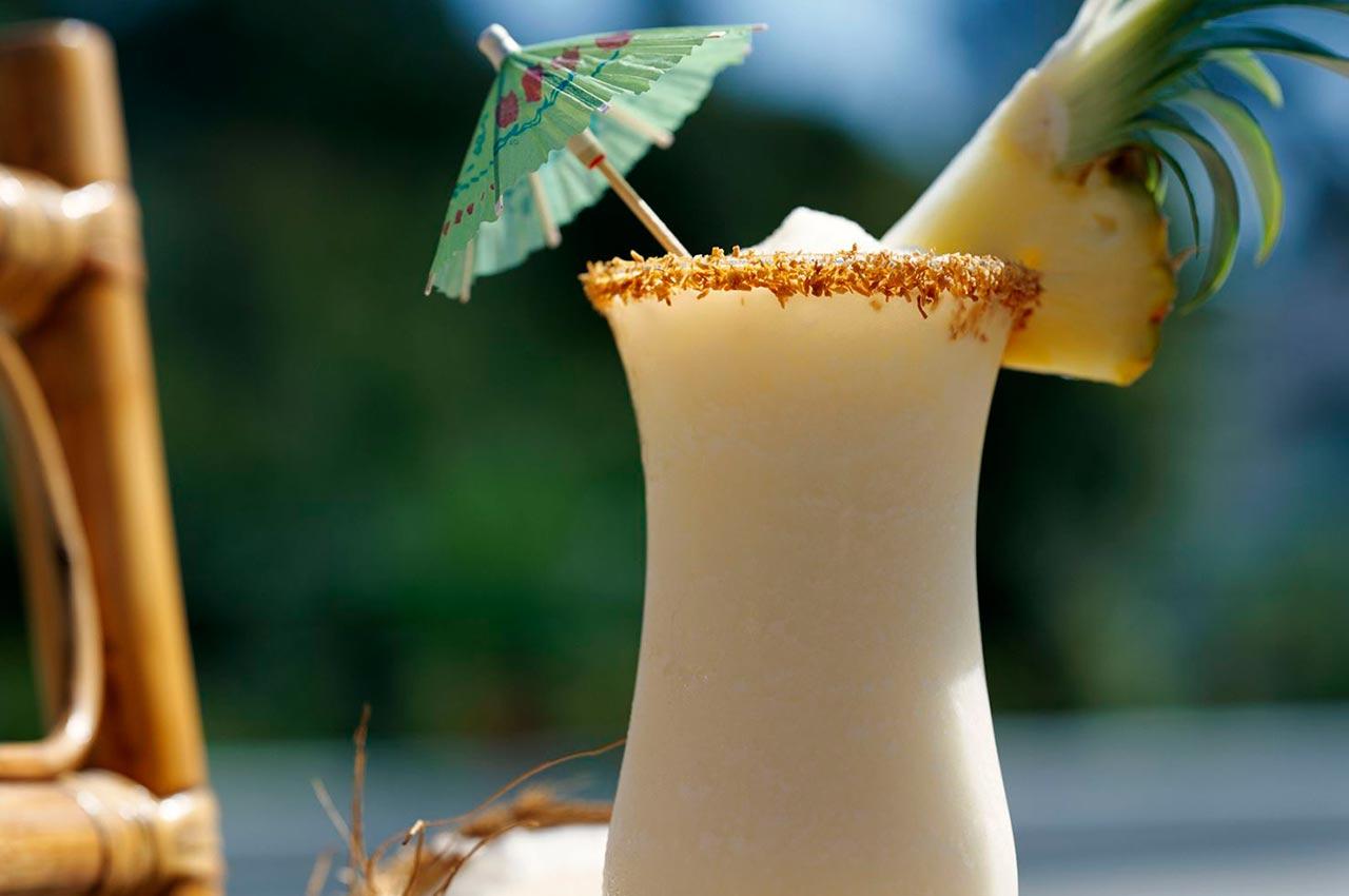 Cóctel dulce y tropical