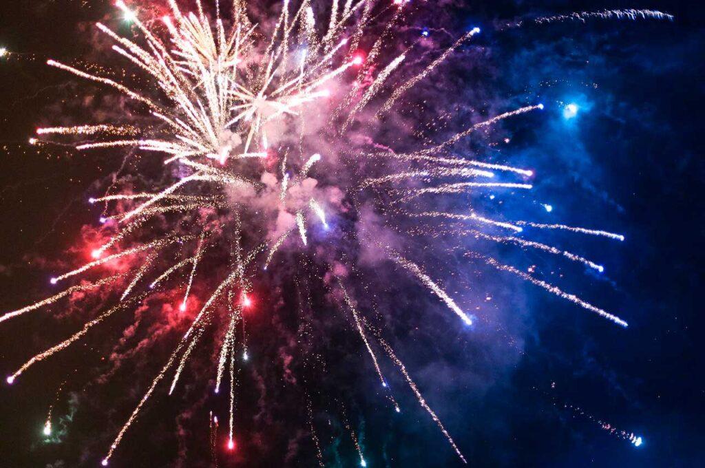 Fuegos artificiales en las fiestas de Benidorm